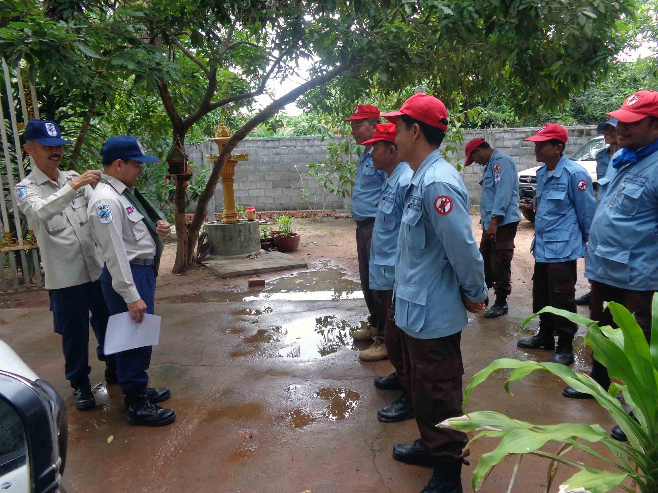 教導チームに野外衛生応急処置の機会教育