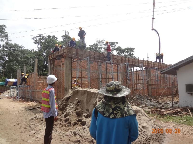 教場屋根梁のコンクリート打設