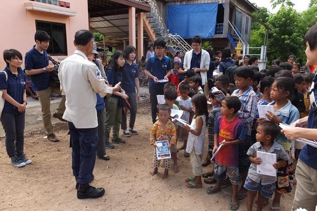 村での危険回避教育見学