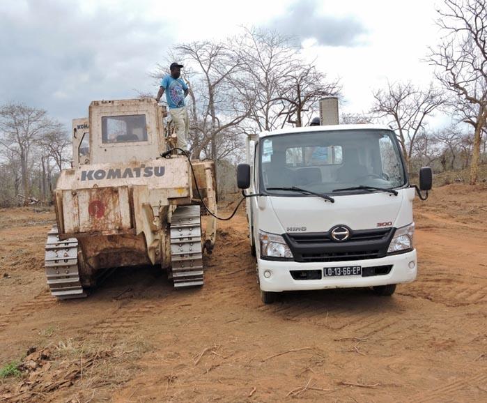 給油するトラック 2
