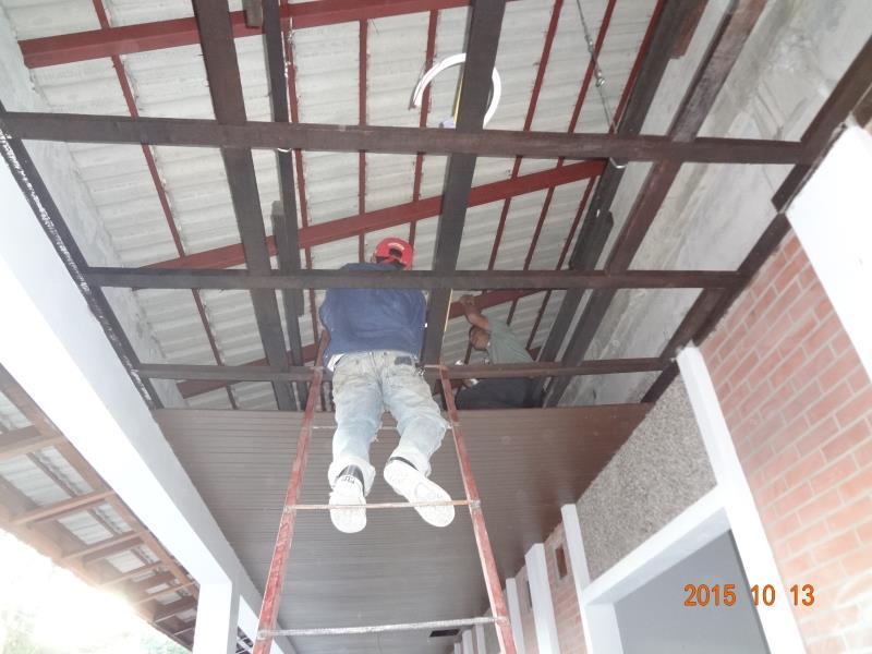 天井裏の鉄骨確認
