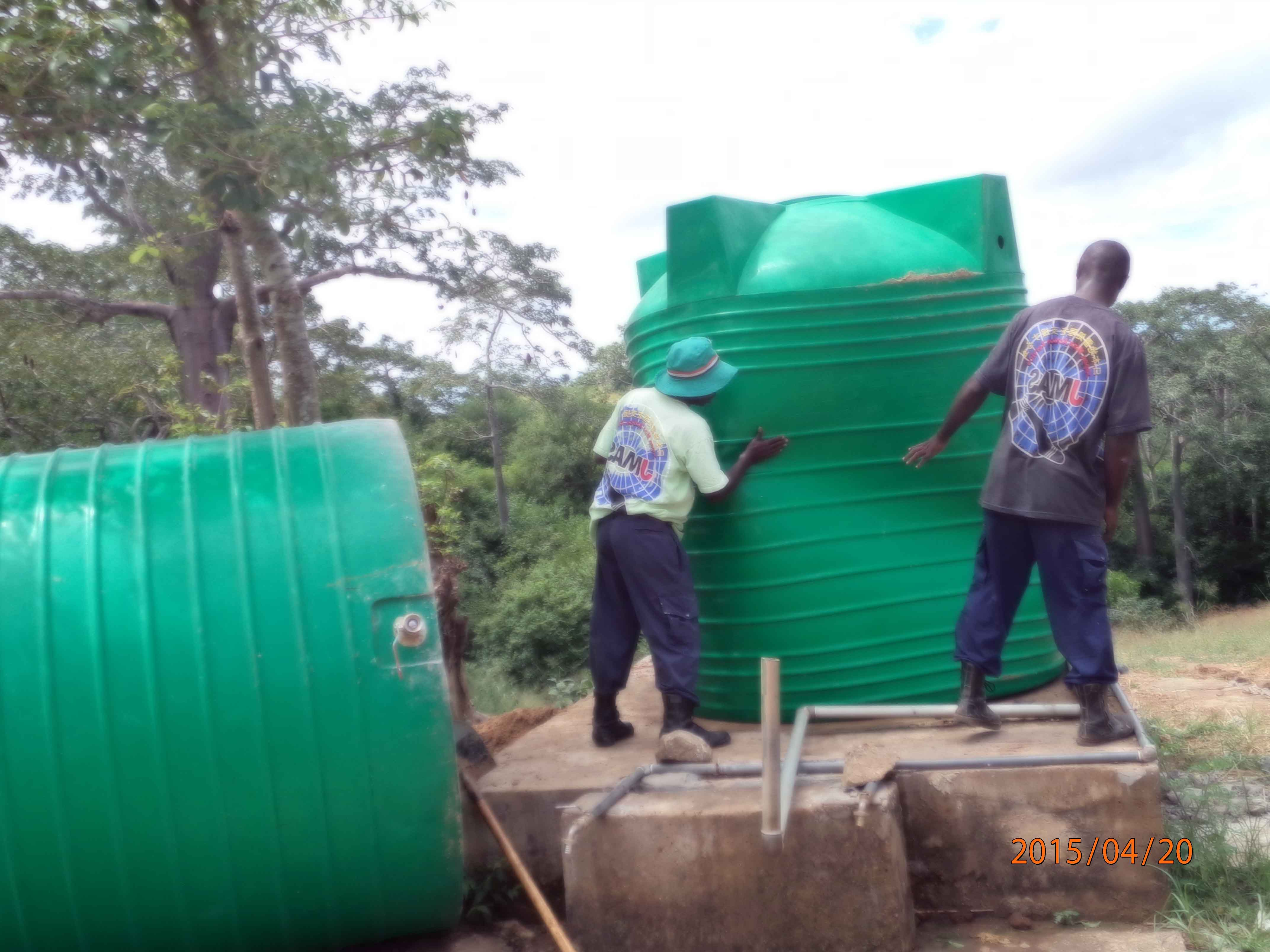 水場のタンク交換