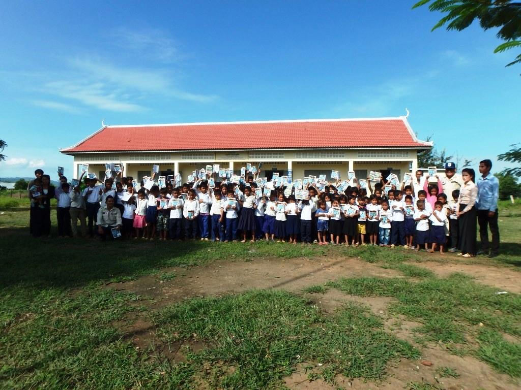 CBPD JMASノートを手に喜ぶ児童135名