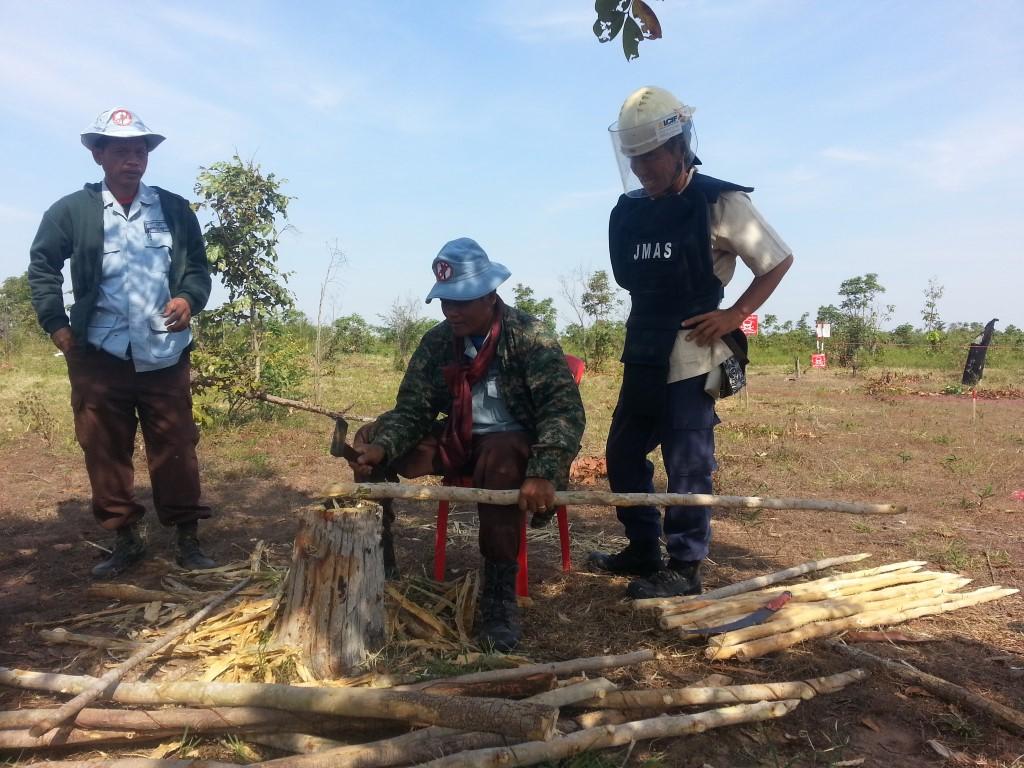 CBPD 次の地雷原標識を準備するディマイナー