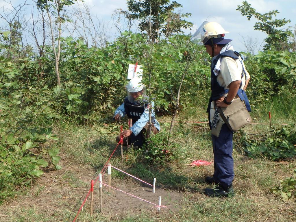 CBPD Bー1 bブロックの地雷処理をするディマイナー 1
