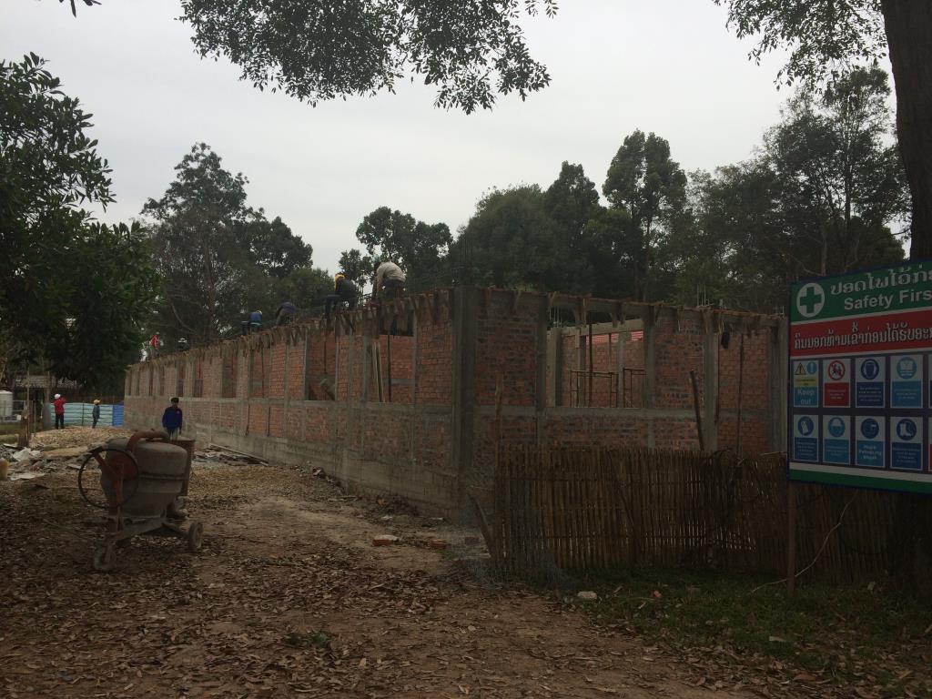 宿舎レンガ壁完成